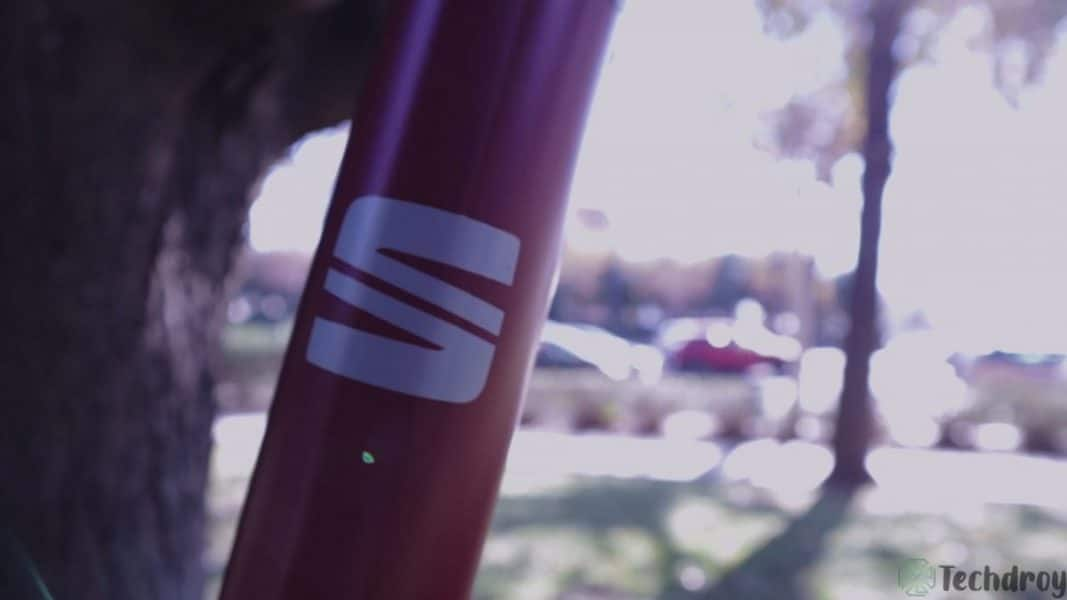 Logo SEAT en el patinete eléctrico