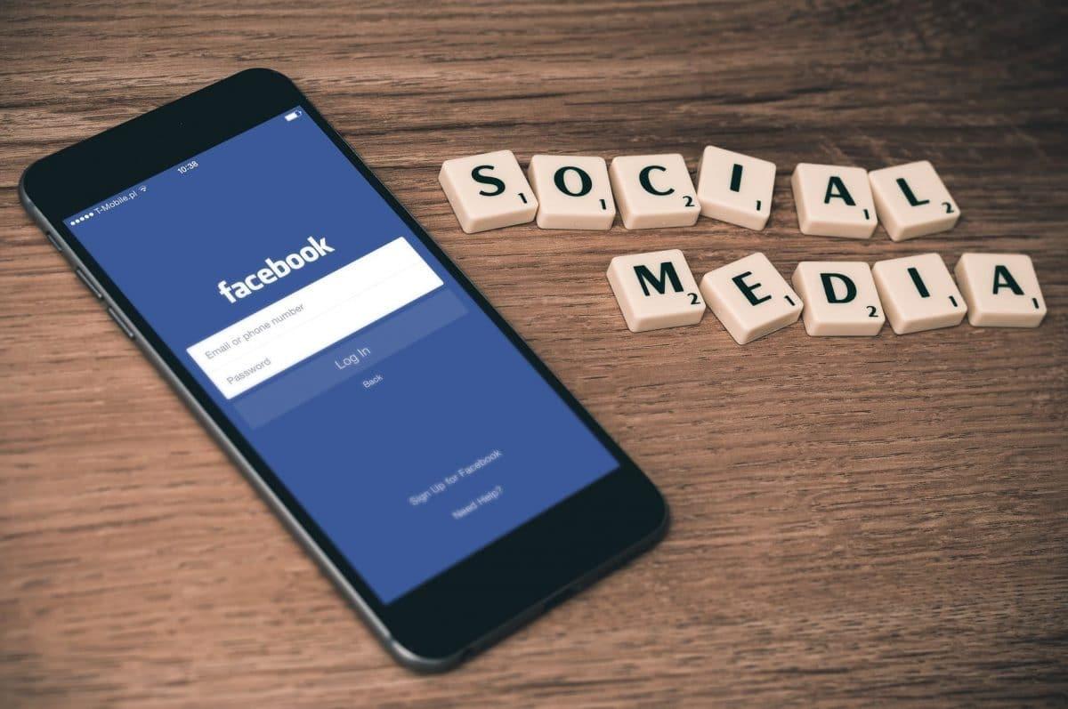 Facebook red social