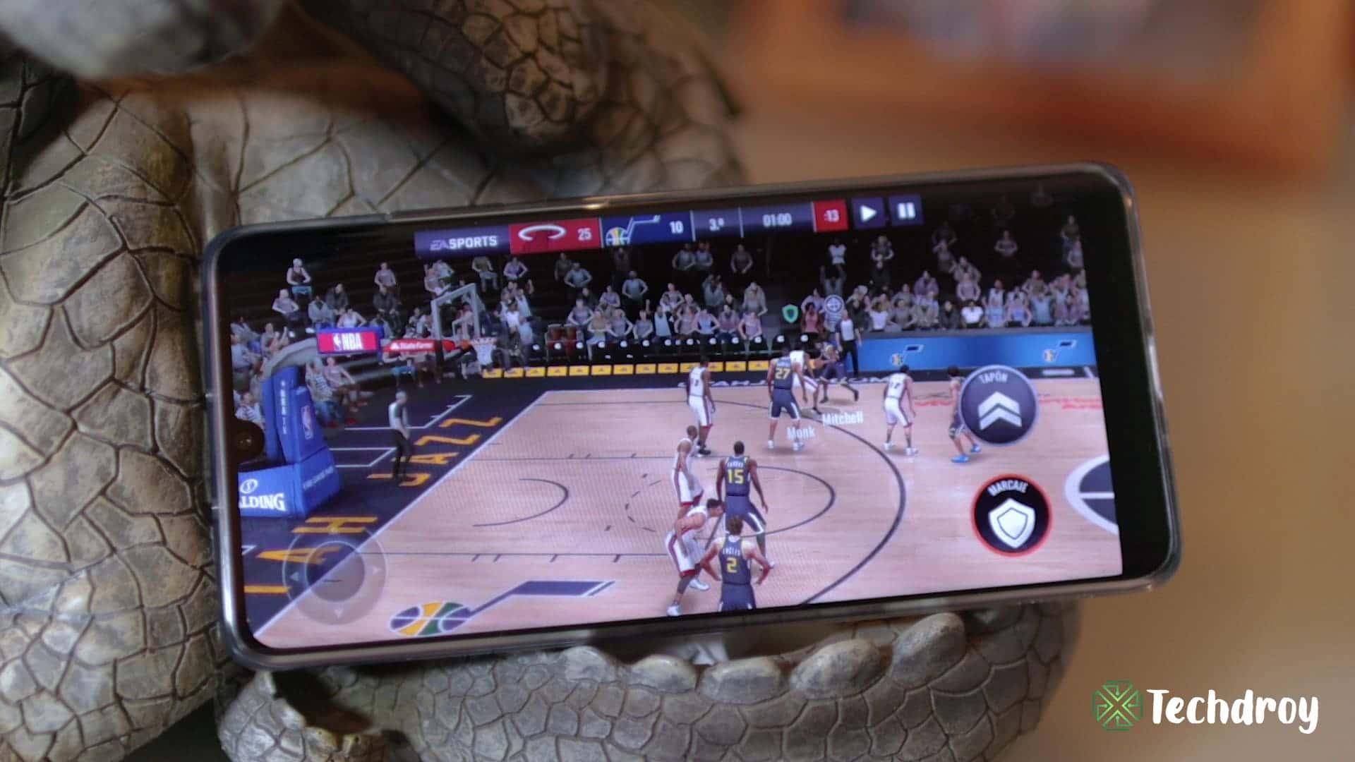 Huawei P30 Pro jugando a NBA Live