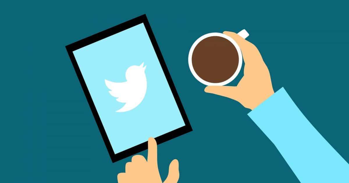 Twitter en una tablet dibujada con un cafe