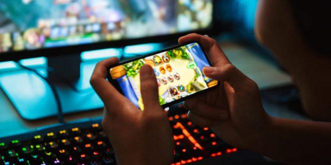 gamer-jugando-telefono