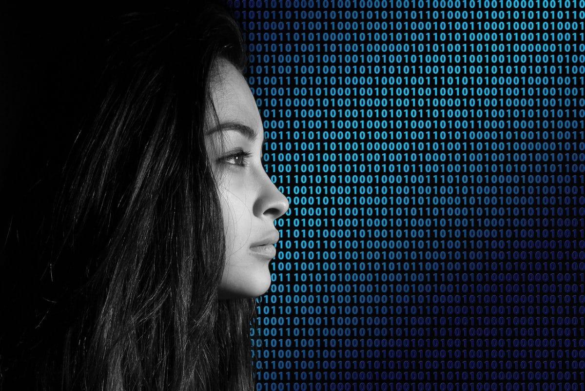 seguridad datos mujer online