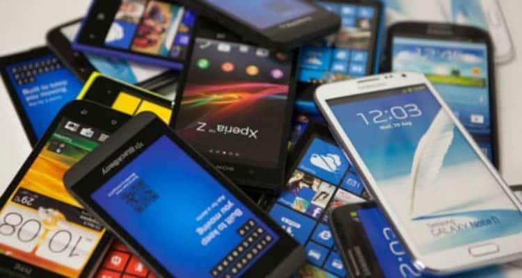 smartphones-antiguos-apilados