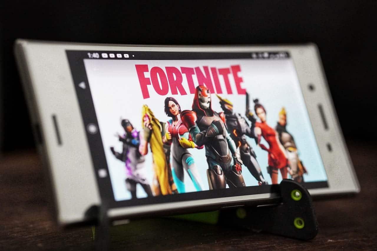 jugar-fortnite-smartphone