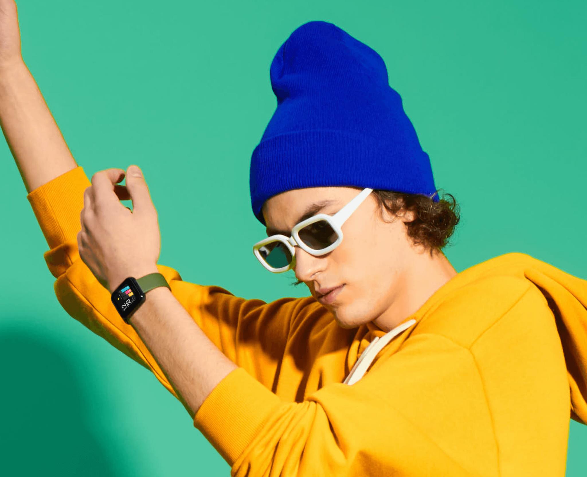 chico-joven-persona-vistiendo-realme-watch-reloj-inteligente-