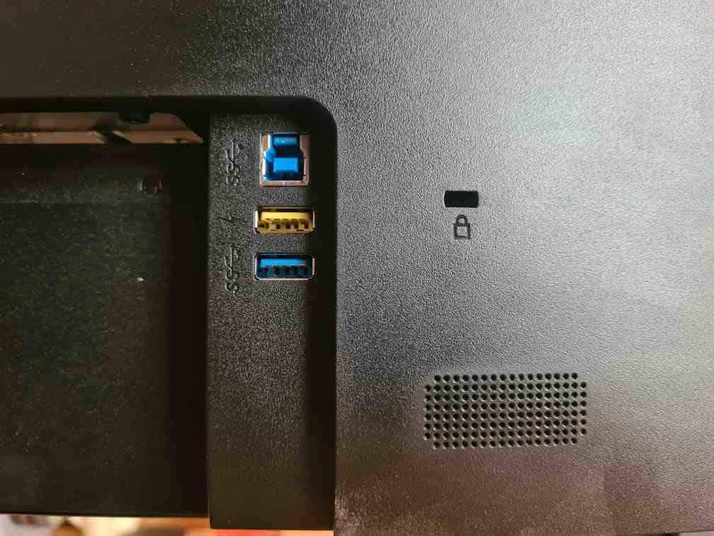 altavoces-conexiones-monitor-AOC-U2790PQU