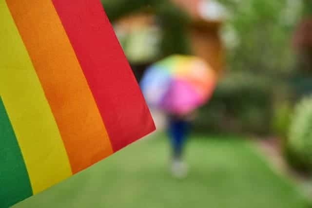 bandera-arcoiris-lgbtiq-stay-home-quedate-en-casa