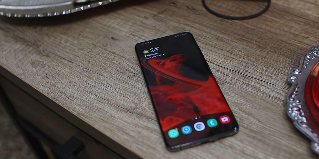 diseño-mesa-Samsung-Galaxy-S20-Plus