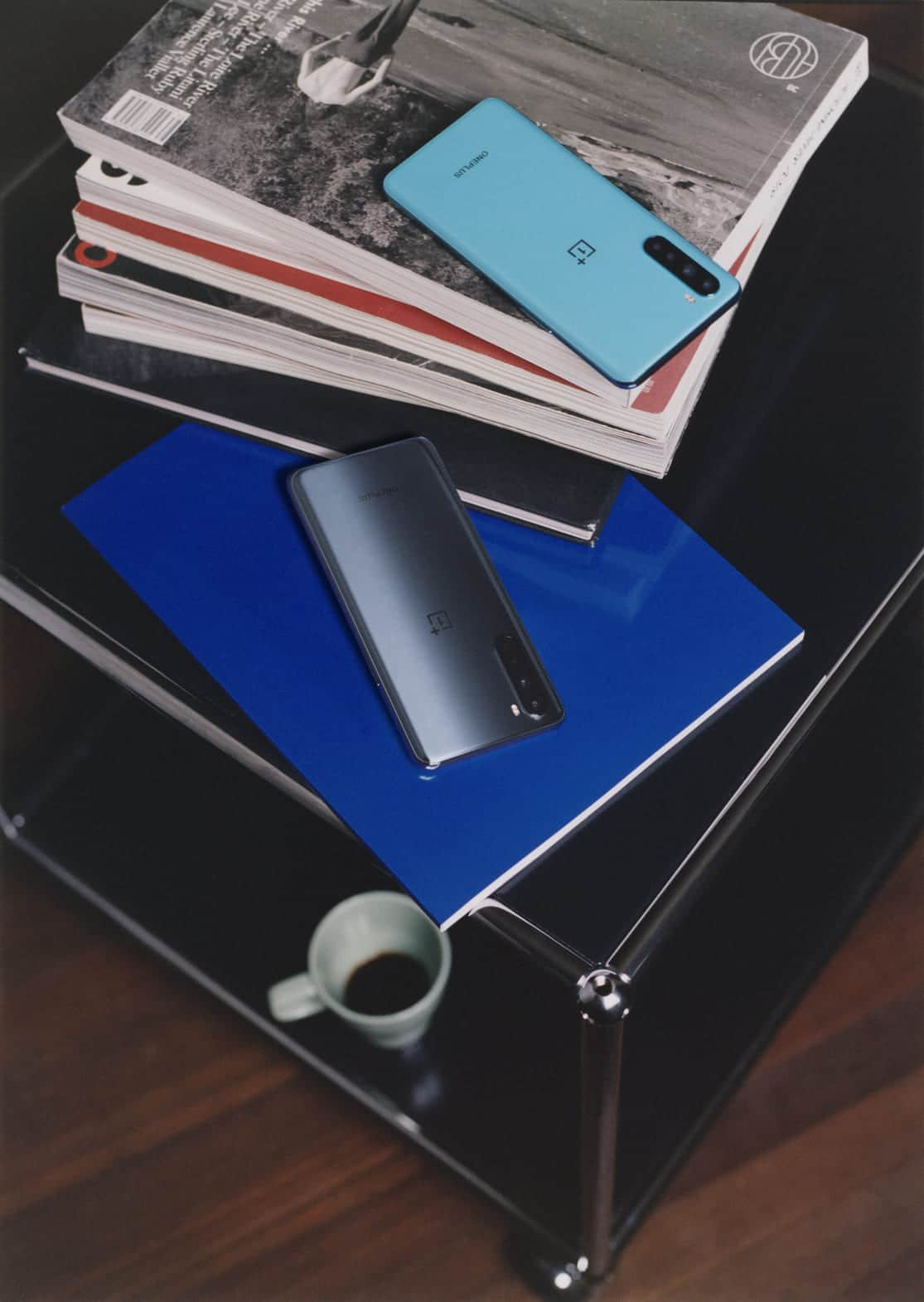 OnePlus-Nord-gris-azul-decorativo