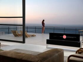 LG-Signature-OLED-TV-RX-retraido