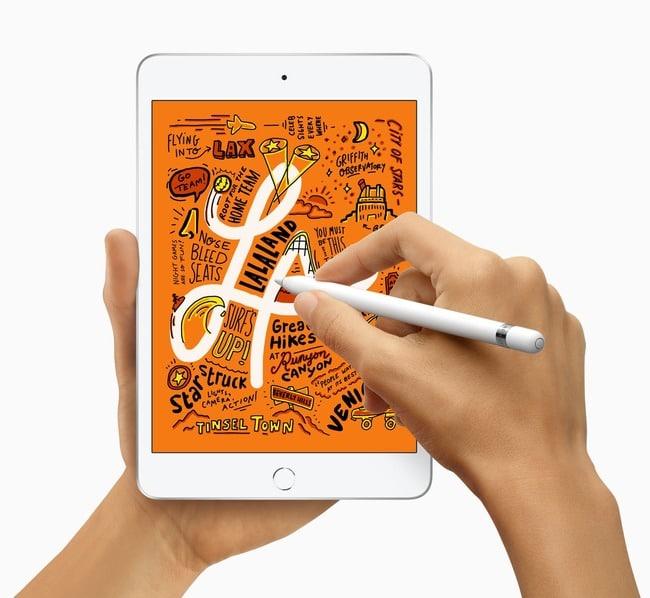 ipad-mini-5-generacion-apple-pencil-mano-escribiendo-dibujando