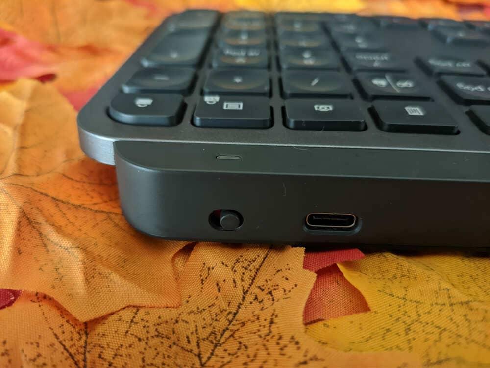 teclado-inalambrico-logitech-mx-keys-interruptor-encendido-apagado-conector-usb-c