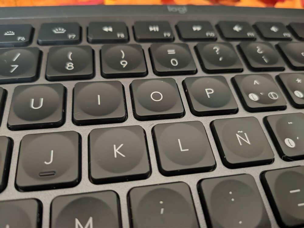 teclado-inalambrico-logitech-mx-keys-teclas-primer-plano