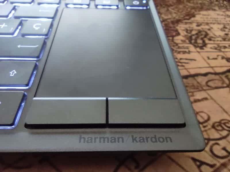 asus-zenbook-duo-trackpad-especial-muy-estrecho