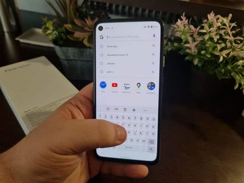 google-pixel-4a-usando-teclado