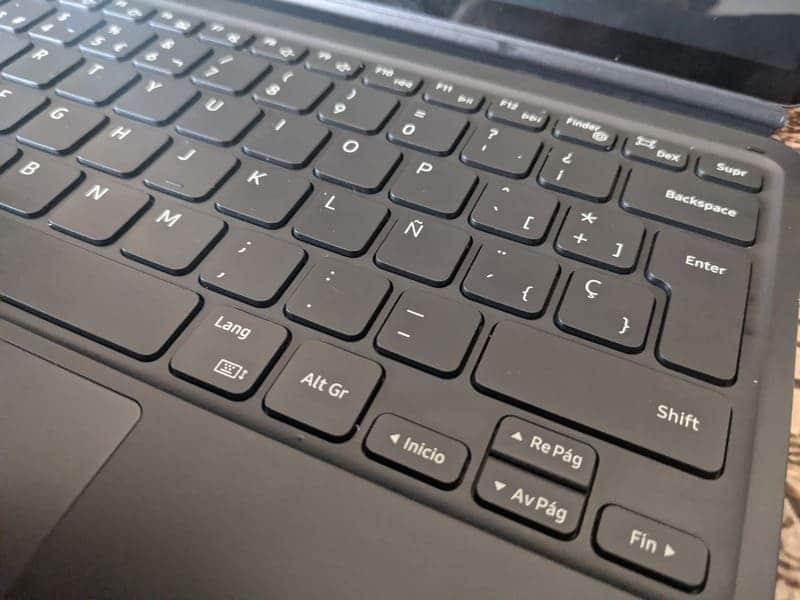 samsung-book-cover-keyboard-samsung-galaxy-tab-s7+-lado-derecho