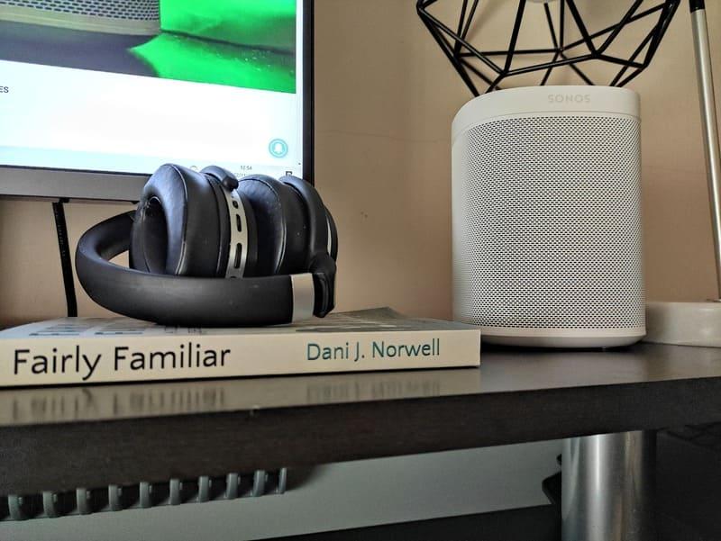 sonos-2-fairly-familiar-dani-jauregui-libro-auriculares