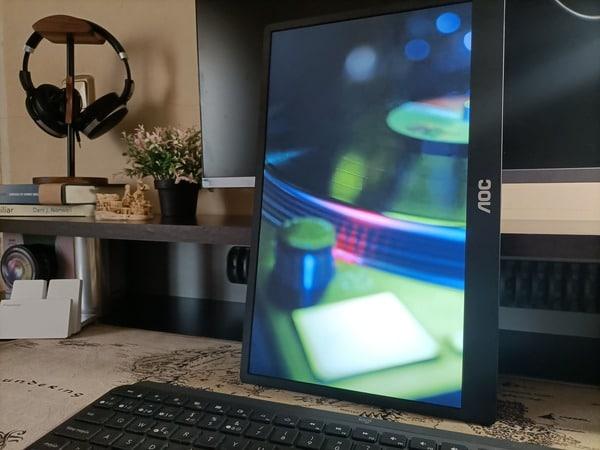aoc-16t2-monitor-portatil-en-vertical-video-recurso1