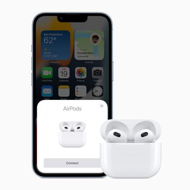 Apple_AirPods-tercera-generacion-emparejandose-iphone