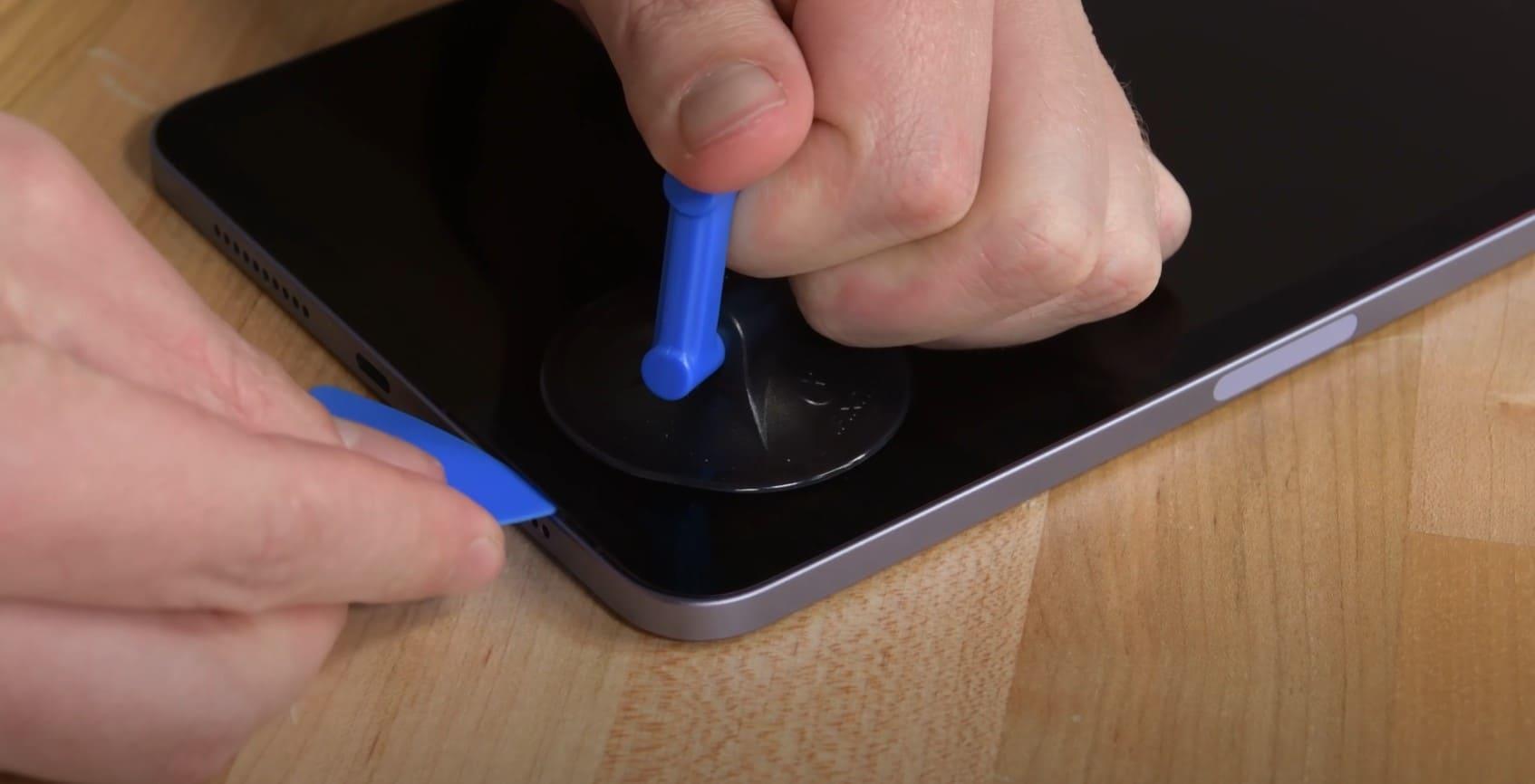 desmontaje-iPad-mini-2021-quitar-tapa