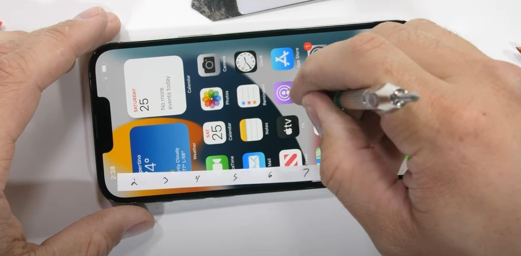 test-resistencia-iPhone-13-pantalla